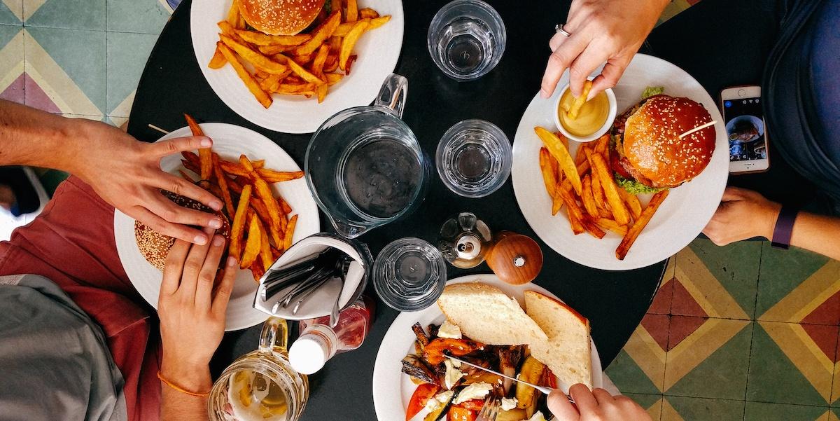restaurant-photo-1466978913421-dad2ebd01d17.jpeg