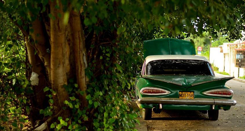 https://www.indinero.com/wp-content/uploads/2015/09/classic-car_hood-up-1024x548-1.jpg