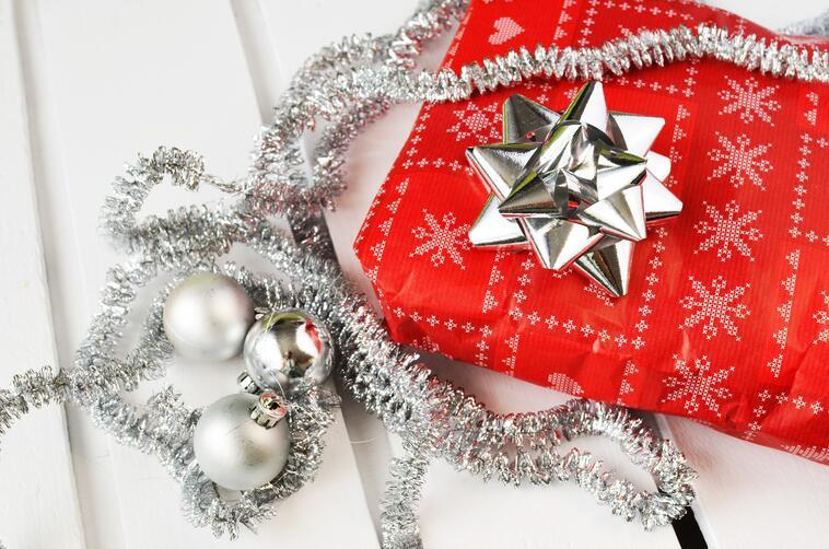 https://www.indinero.com/wp-content/uploads/2015/12/gift-present-christmas-xmas.jpg