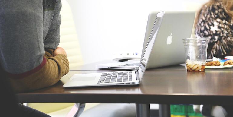 https://www.indinero.com/wp-content/uploads/2016/08/Man-Leaning-Desk-20-1.jpg